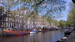Ame vagabonde (Titole) Tags: amsterdam buildings boats canal naturalframing titole nicolefaton