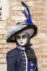 Carnaval Venise 2016-6406 (yvesw_photographies) Tags: italien carnival venice costumes italy costume europe italia eu parade carnaval venise carnevale venezia venedig carneval italie venitian costum costumi costumé flânerie vénitien vénitienne costumés carnavaldevenise2016