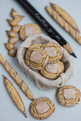 Miniature Round Rustic Bread (PetitPlat - Stephanie Kilgast) Tags: sculpture art bread pain baker handmade polymerclay fimo baguette bakery foodart brot boulangerie realism miniaturefood oneinchscale 1to12