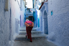 Douloureuse ascencion dans le bleu / Painful ascencion in the blue (patrice.pervez) Tags: maroc marocco medina lieux chefchouen moyenatlas canon6d