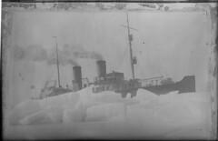 Sampo; jäänmurtaja jäiden keskellä (KansallisarkistoKA) Tags: icebreaker sampo jäänmurtaja