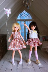 Being Happy :D (cute-little-dolls) Tags: friends toy happy miniature doll balloon kawaii dollhouse handsewing petworks handmadeoutfit ruruko rurukodoll outfitkit