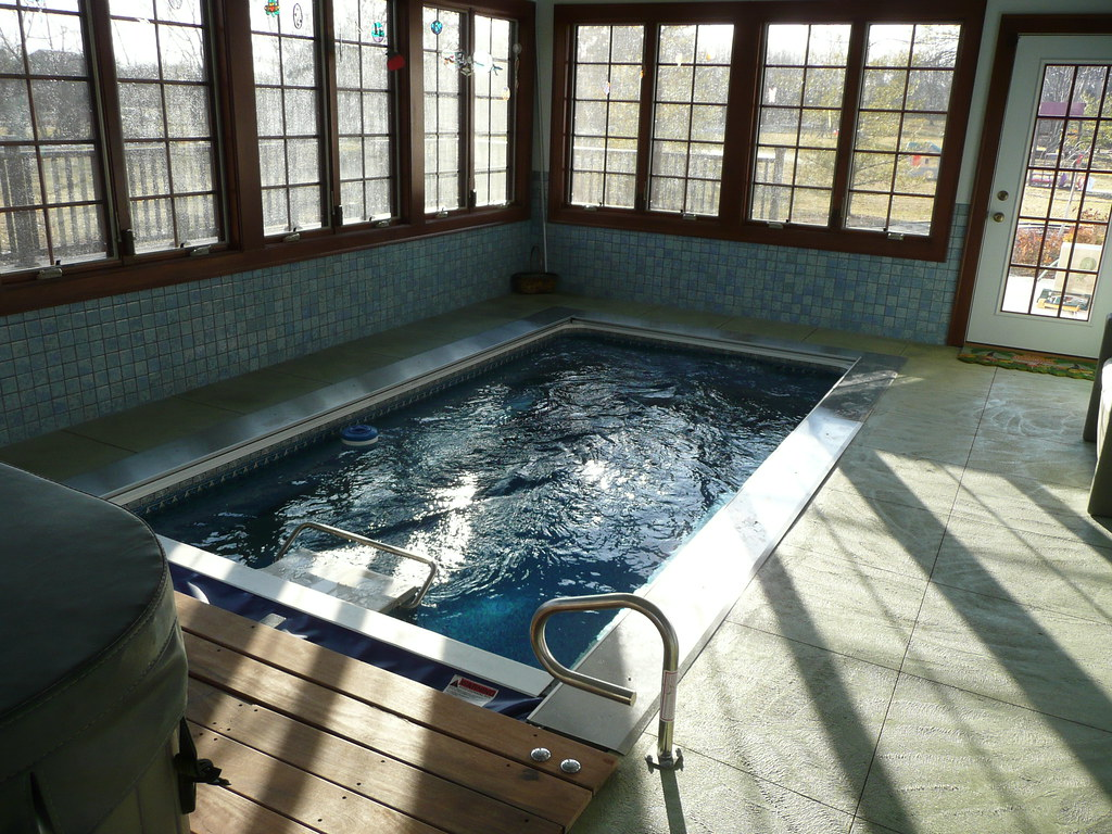 indoor swimming machine
