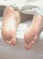 Naughty feet (Tomas Giudici) Tags: white feet blanco girl up bed sleep side pies dedos asleep cama dormir sabana