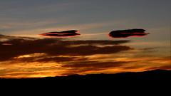 Mirando al infinito... Te veo (Pjaro Post) Tags: patagonia cielo nubes infinito lenticular 387 lenticulares elchaltn eluniversoconspira