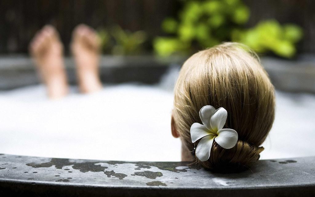 flower-hairs-head-woman-jacuzzi-spa-girls