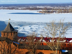La glace est brise >>> (grce) Tags: city trees roof tower ice water wall river cityscape outdoor horizon bricks samsung volga kremlin nizhnynovgorod icehole riverscape icedrift