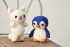 A kitten and a penguin <3 (Açu Aizawa) Tags: wool cat penguin handmade felt mascot neko needlefelting