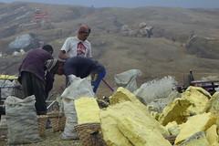 Sulfur miners at work (gecgab) Tags: ijen