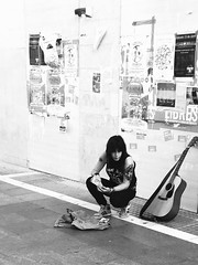 A little break (Francisco Javier Perin Delgado) Tags: street black girl calle chica guitar guitarra negro smoking singer cantante iphone