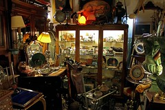 Many (Daniel Nebreda Lucea) Tags: world old travel light clock luz canon table mirror chair stair many room details lot objects things cosas objetos clothes silla espejo buy reloj lampara sell viejo detalles mundo ropa mesa antiguo mucho iluminacion vender comprar habitacion