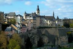 Panoramablick auf die Altstadt Luxemburgs (p_jp55 (Jean-Paul)) Tags: panorama silhouette skyline corniche luxembourg altstadt oldtown luxemburg vieilleville saarlorlux stadtluxemburg ltzebuerg cityofluxembourg villedeluxembourg stadltzebuerg