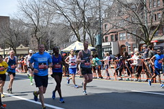 Beacon St.....DSC_0015 (hansntareen) Tags: runners inspire 660 6538 6947 3937 6539 7195 2668 teamfox 2016bostonmarathon