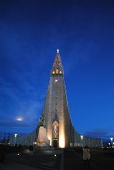 Metaphotography at Hallgrimskirkja (Harobed and Samoht) Tags: blue sky cloud moon church evening iceland hallgrimskirkja reykjavik debbie cluds 2015 debbiestultz