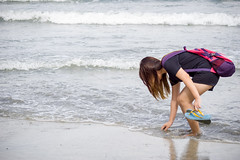 Teddy (bdrc) Tags: portrait beach girl lens seaside teddy minolta zoom candid sony wave shore malaysia tele casual 75300mm kl teluk chempedak f4556 a6000 asdgraphy