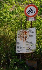 Valle dei Ratti (SO) (Giorsch) Tags: italien italy alps landscape italia camino outdoor hiking mountainbike tunnel biking moto alpen landschaft alpi montagna lombardia wandern galleria segnale sangiorgio schiene wanderweg motorrad verkehrszeichen binari gleis deich diga talsperre valchiavenna motocicletta staudamm lombardei tracciolino decauville provinciadisondrio novatemezzola lagodimezzola caminare campomezzola valledeiratti moledana fahrradstrecke langbeardnaland digadimoledana