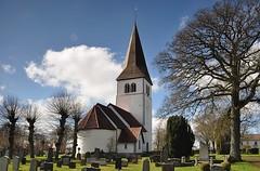 Hemse kyrka (church), Gotland (Bochum1805) Tags: church grave spring medieval churchyard gravsten kyrkogrd puts medeltid tegeltak kyrktorn gravvrd