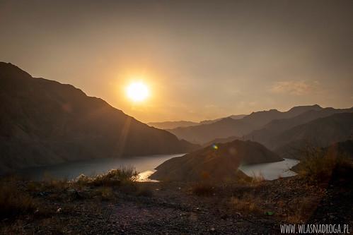 Zachód słońca nad rzeką Naryn