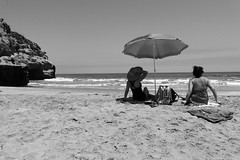 vas y vienes (Ayra Pes) Tags: sea blanco mar negro pacifico blanconegro quirilluca