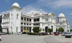 1/2 Railway station Ipoh, 16-01-2013 (dloc567) Tags: station railway ktm malaysia ipoh maleisi colonialstyle