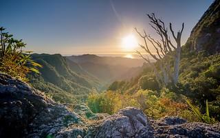 Apprenez l'histoire de La Vallée de l'homme libre, un site chargé d'histoire, avec Jumbocar Réunion