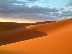 Dsert (Doonia31) Tags: voyage orange sahara dune sable ciel silence maroc paysage calme dsert courbes