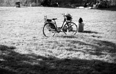 Milano (Valt3r Rav3ra - DEVOted!) Tags: street people blackandwhite bw film bike 35mm nikon milano streetphotography persone biancoenero nikonf90x ilfordfp4 analogico urbanvisions visioniurbane valt3r valterravera