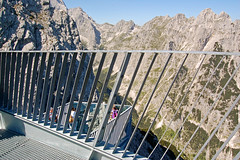 Garmisch - Alpspitze (09) - AlpspiX-Aussichtsplattform (Pixelteufel) Tags: bayern bavaria urlaub alpen ferien freizeit tourismus garmischpartenkirchen felsen gebirge erholung bergwelt felsbrocken felswand stahlkonstruktion aussichtsplattform felsblock felsgestein