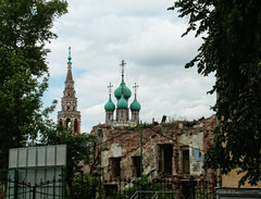 Church of Resurrection in Kadashi. Moscow (Tiigra) Tags: 2002 architecture bell church city dome funorinterest moscow ruin spire tower