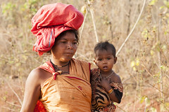 Tribal woman with child (wietsej) Tags: portrait woman india rural child with sony tribal a700 chhattisgarh bastar minolta100mmf28dafmacro