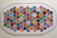 Modern Hexies Runner (ompompali Claudia) Tags: quilt quilting patchwork runner tablemat miniquilt tabletopper hexies modernhexies