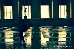 L'inquiete (JEAN PAUL TALIMI) Tags: paris france texture statue solitude pluie v trocadero iledefrance ville silouettes fantomes talimi