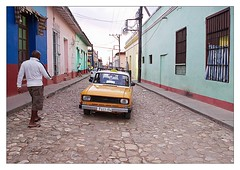 Taxi in Trinidad (kurtwolf303) Tags: auto city people urban man topf25 car topf50 topf75 500v20f taxi cuba streetphotography stadt trinidad caribbean mann 800views kuba omd karibik 900views strase urbanlifeinmetropolis 250v10f unlimitedphotos micro43 microfourthirds olympusem5 kurtwolf303