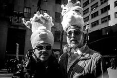 Bonnet Festival#2 (bluebearking) Tags: newyork easter ilfordhp5 bonnet leicam6