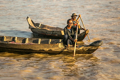 TongLeSap-4305 (Redust) Tags: life asia cambodia southeastasia siemreap boatman floatingvillage tonglesap