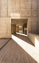 Salk Institute (Hejemoni (@fbauzonx on Instagram)) Tags: california lighting shadow geometric architecture concrete vanishingpoint pattern sandiego modernism wideangle institute salk modernist