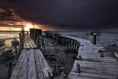 (ManuMatas) Tags: naturaleza textura sol portugal muelle mar flickr barca paisaje yamaha setubal pescador carrasqueira mareabaja