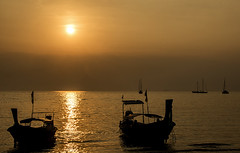 Railay Sunset silhouttes (ORIONSM) Tags: sunset beach thailand boats asia long tail silhouettes krabi railay sigma18250 pentaxk3 infinitexposure
