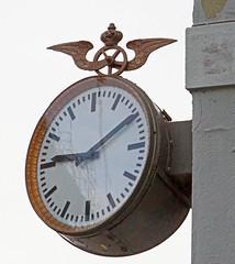 stasjon klokke NSB ndalsnes 2 mars 2016 (peter.velthoen) Tags: clock timepiece klok nsbklokke stasjonklokke