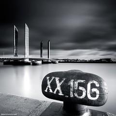 XX.156 - Bordeaux (jubu photographie) Tags: bw architecture canon noiretblanc lee carr leefilter leebigstopper