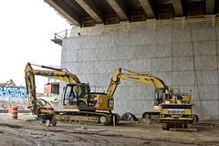 r_160428459_kos_a (Mitch Waxman) Tags: newyorkcity newyork construction scaffold greenpointbrooklyn newtowncreek laborers constructionequipment kosciuszkobridge nysdot dukbo