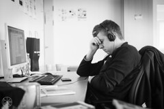 Stefano ei jaksa. (Gigs and landsGapes) Tags: concentration office meditation fatigue bowerswilkins vsymys uupumus toimisto keskittyminen mietiskely