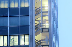 winter crop_5833 (kurbeltreter20) Tags: winter licht kunst architektur bremen hochhaus