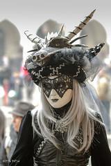 Carnaval Venise 2016-5903 (yvesw_photographies) Tags: street carnival italy shoot italia parade chapeaux carnaval venise venezia venedig personnes italie masque fasnacht masqué streetshoot carnavaldevenise2016