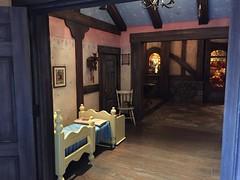 Tokyo Disneyland (jericl cat) Tags: park japan japanese tokyo bedroom disneyland interior disney honey pooh theme hunt 2015 winniethepoohs