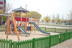 Parque Infantil (Juanedc) Tags: park street city winter espaa calle spain ciudad slide zaragoza aragon invierno es tobogan saragossa parqueinfantil valdespartera