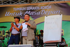 "Pertunjukan Sulap di Gresik-WinCompMagic • <a style=""font-size:0.8em;"" href=""http://www.flickr.com/photos/102616399@N03/25562746712/"" target=""_blank"">View on Flickr</a>"