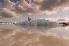Hielo azul (Lou Rouge) Tags: blue lake reflection ice azul clouds iceland islandia nuvole floating paisaje lagoon nubes reflejo iceberg glaciar hielo icebergs vatnajkull 2015 glaciallake fjallsrln lagoglaciar vatnajkull cloudsstormssunsetssunrises fjallsrln