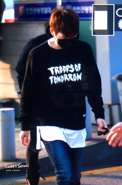 160328 Onew @ Aeropuerto de Incheon {Rumbo a China} 25988196472_9343378dbf_z