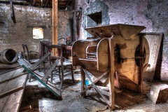 Haute technologie (urban requiem) Tags: old urban abandoned caf lost moulin cafe decay g room machine luxembourg exploration derelict hdr bois verlassen grenier urbex abandonn letzebuerg verlaten mousel 600d cafeg cafmousel cafg